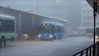 【京都市バス】ゲリラ豪雨襲来で大変なことになる京都駅 2013.08.05 thumbnail