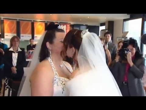 Couples wed as New Zealand same-sex marriage law kicks in
