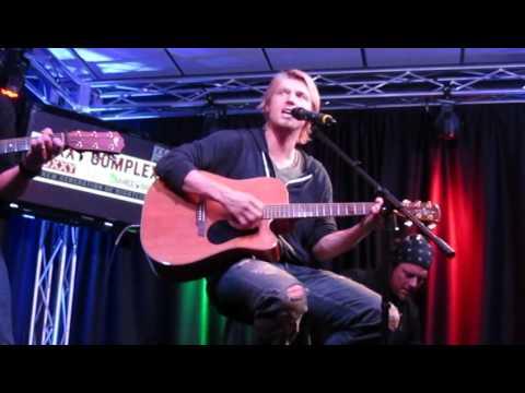 Nick Carter singing