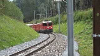 Zu Fuss in der Rheinschlucht entlang der Bahn