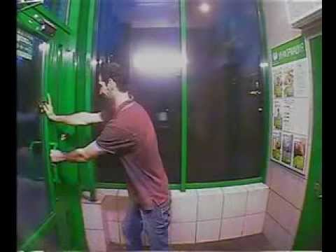Снял деньги в банкомате и сломал дверь   мега прикол