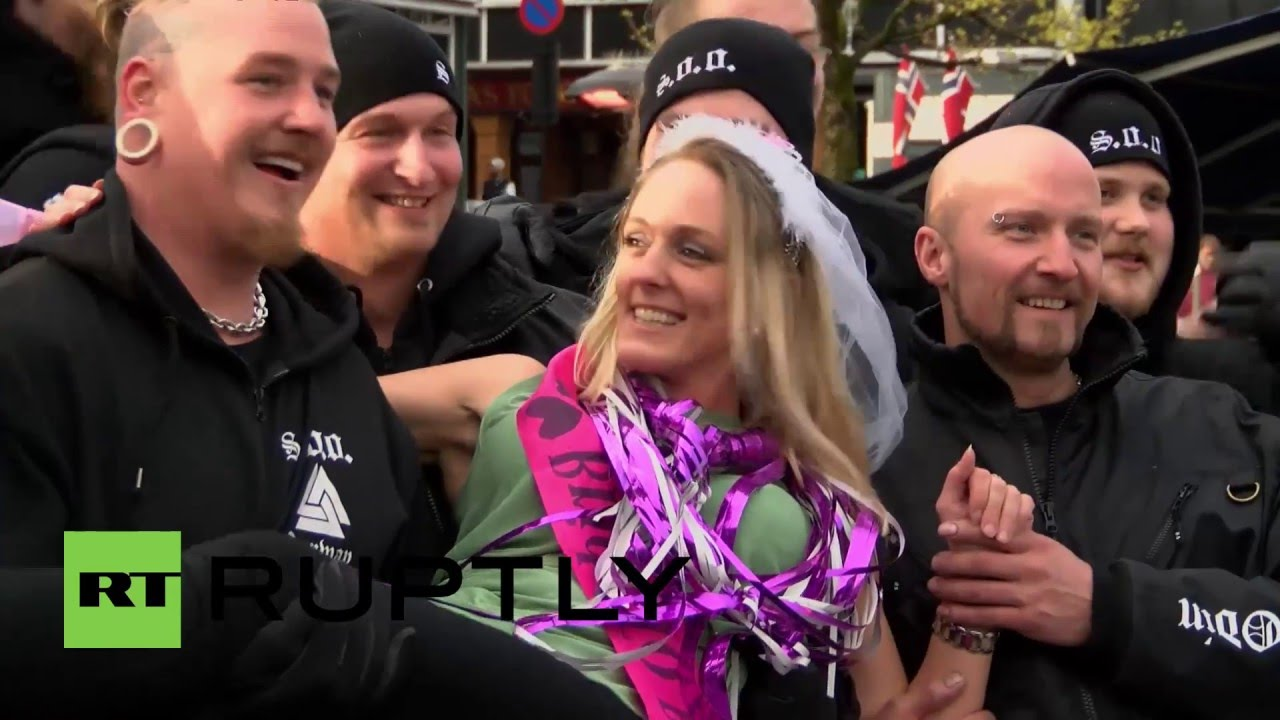 Norway Anti Refugee Soldiers Of Odin Patrol In Stavanger To Help