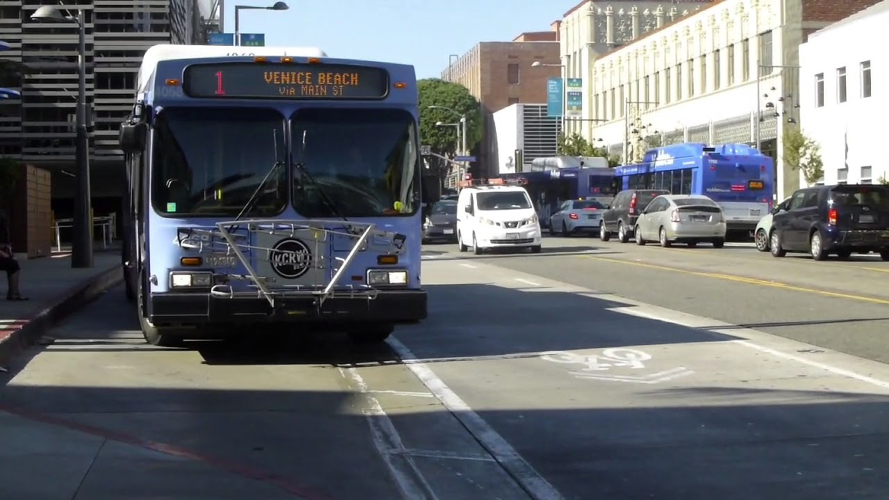 big blue bus: 2005 new flyer l40lf route 1 buses #4071 #4068 at