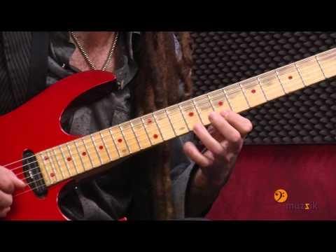 Escuela de música y teatro MUZZIK BILBAO - Guitarra (Dann Hoyos)