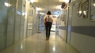 Видео ходьбы после замены тазобедренных суставов и полной реабилитации(Пациентка с двусторонним диспластическим коксартрозом после последовательного эндопротезирования тазоб..., 2014-09-05T15:56:53.000Z)