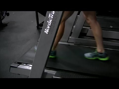 What Are the Benefits of a Decline Treadmill? : Exercising at the Gym