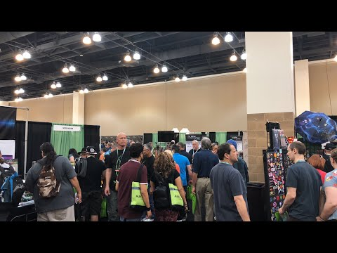 SPECIAL BACKSTAGE VIDEO CLIP LIVE Linda Moulton Howe at AlienCon 2018
