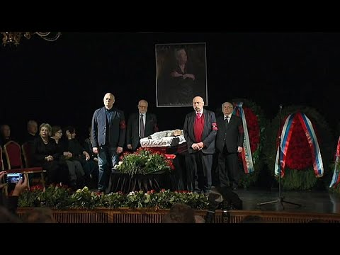 Vladimir Putin no adeus a ativista que o criticava