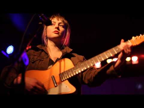 Angel Olsen - Some Things Cosmic Live at...