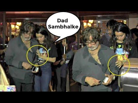 Shraddha Kapoor Helping Drunk Shakti Kapoor To Walk At Her Birthday Dinner