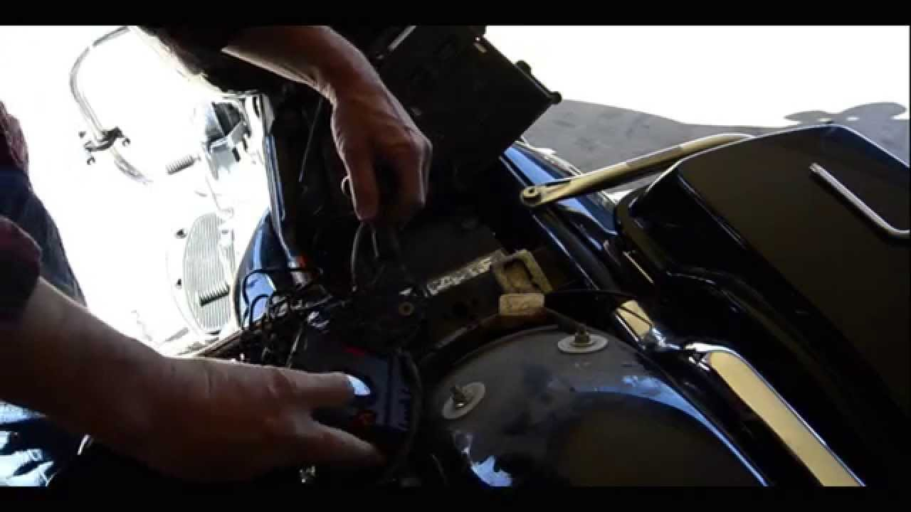 How To Install: Auxiliary Power On FLHT