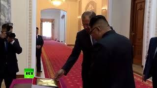 «Тут можно запирать секретные вещи»: Лавров подарил Ким Чен Ыну расписную шкатулку