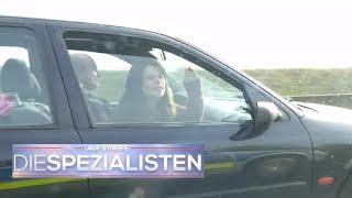 Frau ergreift die Chance: Aufschrei aus dem Auto | Auf Streife - Die Spezialisten | SAT.1 TV