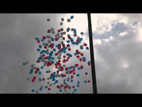 День Города в Москве 2014 . Воздушные шарики летят в небо