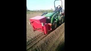 Repeat youtube video Plantation de pomme de terre