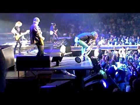 LIVING ON THE EDGE-Aerosmith