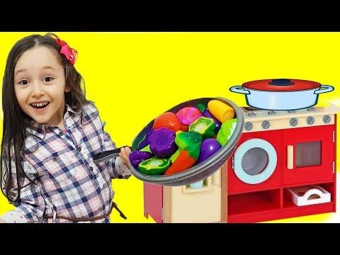 ÖYKÜ ANNESİNE OYUNCAK YEMEK HAZIRLADI for kids videos