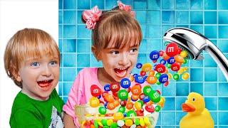 Настюша, Женя и мама веселые соревнования и волшебный душ
