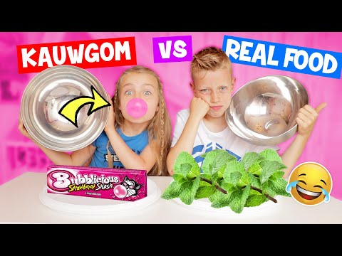 KAUWGOM vs REAL FOOD CHALLENGE!! [Zus vs Broer] ♥DeZoeteZusjes♥