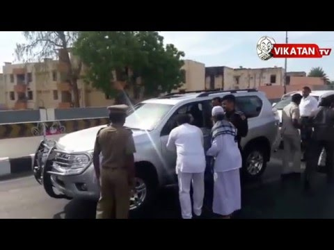 Jayalalitha stops to meet an unknown common man