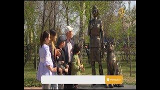В Костанае пенсионер за свой счет установил памятник военной медсестре и четвероногому санитару