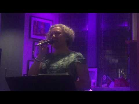 Evelyn Laurie's jazz cafe Mp3