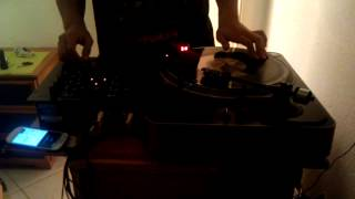 Scratching with behringer nox 101 and stanton t62 (turntable)