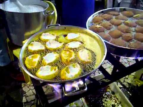 Cooking Acaraje in Itapua, Salavadoe, Bahia, Brazil