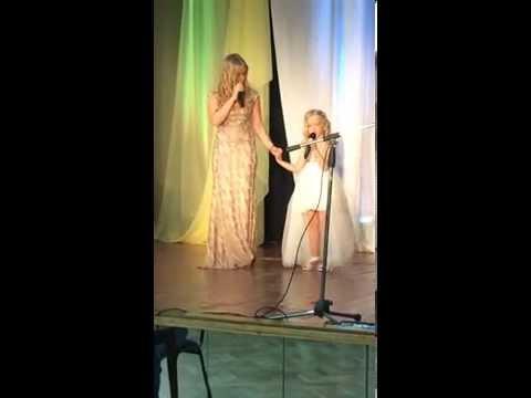 Виталий Гогунский с дочкой Миланой поют песню Лепса пустые зеркала   Новогодний парад звезд 2014 12