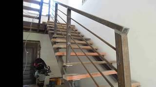 видео Перила лестницы дачного дома: крепим для надежности