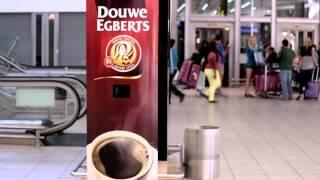 Douwe Egberts. Зевните и получите кофе!(Голландская компания Douwe Egberts решила создать самый правильный кофейный аппарат и установила его в американ..., 2013-08-09T13:57:34.000Z)