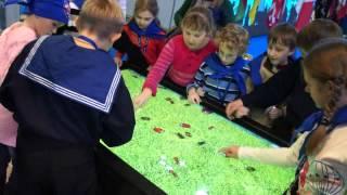 Интерактивный сенсорный стол ASCREEN в детском центре(http://www.av-gorod.ru/brands/12.html Интерактивный мультитач-стол ASCREEN в детском центре. Игра