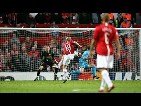 Download Paul Scholes' stunner vs Barcelona 2008 CL - commentator 'Messi Standing watching'