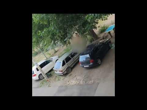 Голый мужчина в пять утра гулял по Пензе и громил машины