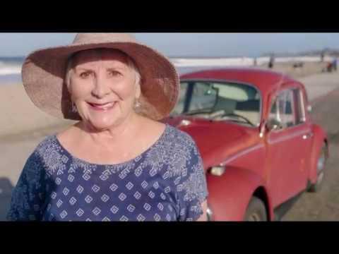Американке, которая ездит на своем Beetle больше 50 лет, Volkswagen даром отреставрировал авто