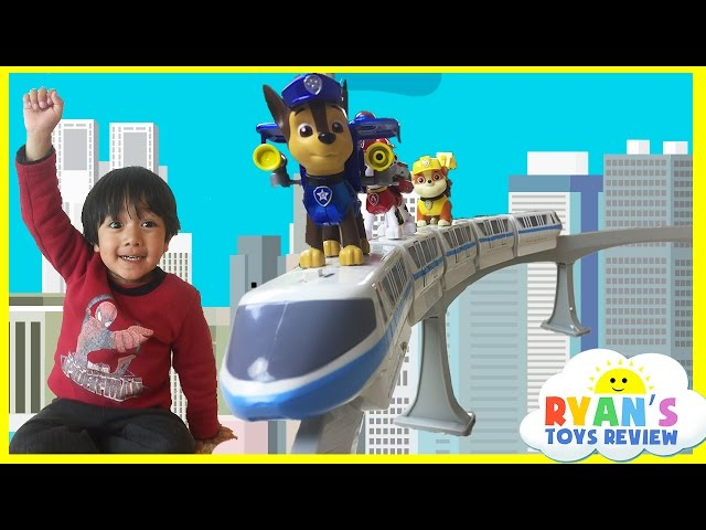 Disney Toys Monorail Train Playset with Paw Patrol and Mickey Mouse