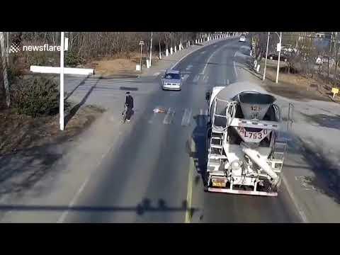 מטורףףףף תראו איזה נס גלוי | נדרס על ידי משאית ונשאר בחיים | מה רבו מעשיך השם