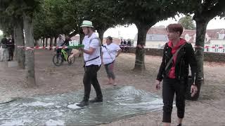 La course de garçons de café d'Avallon(89).