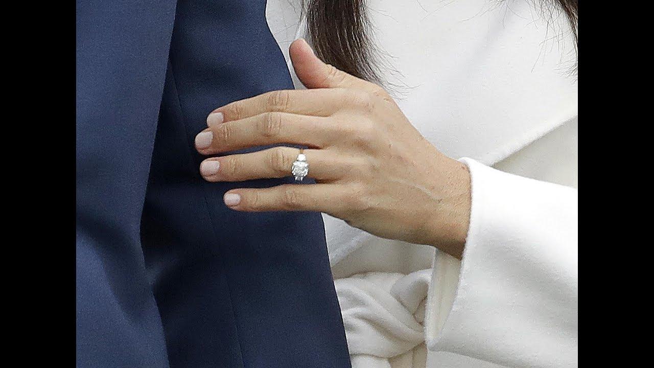 confrontare il prezzo numerosi in varietà all'avanguardia dei tempi Due diamanti e un brillante appartenuti a Lady Diana, ecco l'anello di  Harry per Meghan