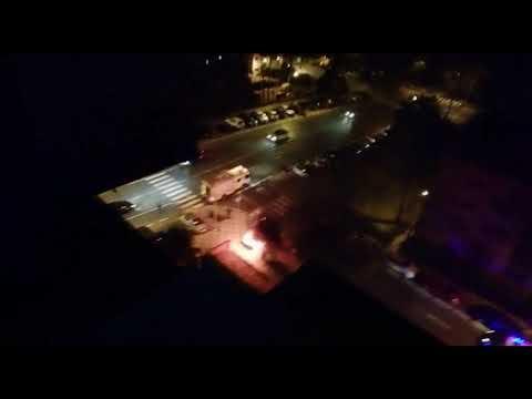 Un contenedor es incendiado por la noche en la barriada de San José Artesano