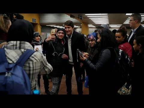 شاهد: رئيس الوزراء الكندي يلتقط صورا تذكارية داخل محطة للمترو بعد فوزه بالانتخابات…  - نشر قبل 3 ساعة