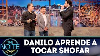 Danilo aprende a tocar shofar com Sergio Levy e Persio Bider | The Noite (11/09/18)