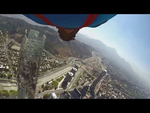 ASTONISHING! Basejumper circles tallest building in Latin America