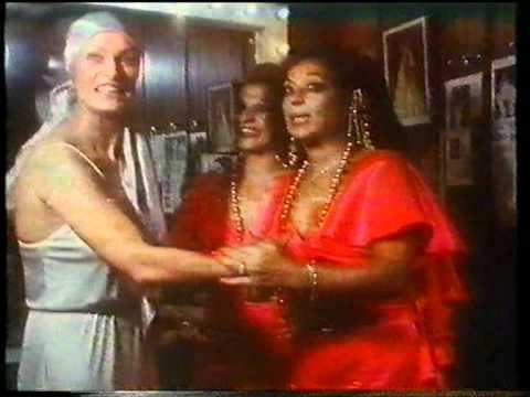 Lola Flores y Carmen Flores con Nadiuska