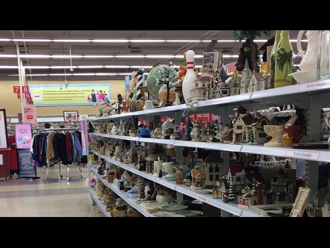 ╭დ╯At Savers thrift store looking around at vintage and anti