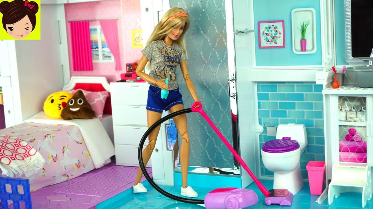 Barbie Rutina de la Mañana Limpiando su Casa y Comprando ...