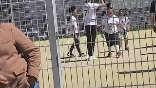 INCROYABLE : Riyad Mahrez Joue Avec Des Fans Au Quartier