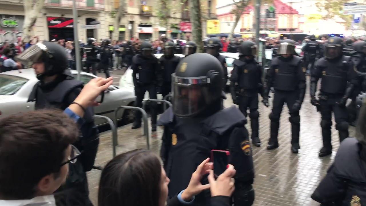 Katalończycy na widok policji: Votarem! Będziemy głosować!