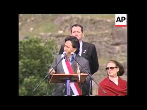 Toledo celebrates his presidency at Machu Picchu.