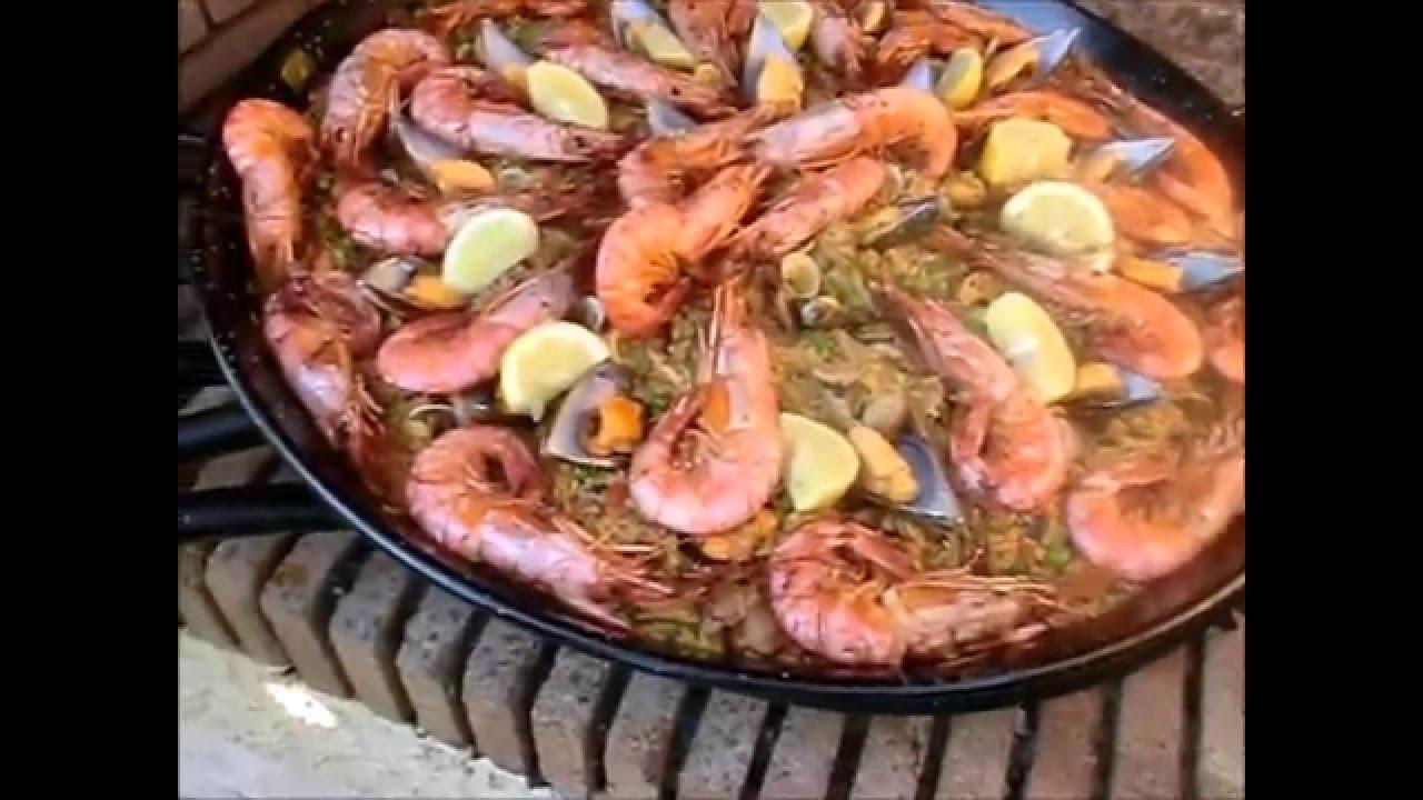 Paella Di Pesce Frutti Di Mare Da Uno Spagnolo Che Parla Italiano